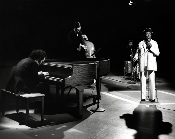 """October 1970, American jazz singer, Sarah Vaughan performing on CBUT's """"The Mike Nuen Show"""". Photo: Alvin Armstrong, CBC Vancouver Still Photo Collection."""