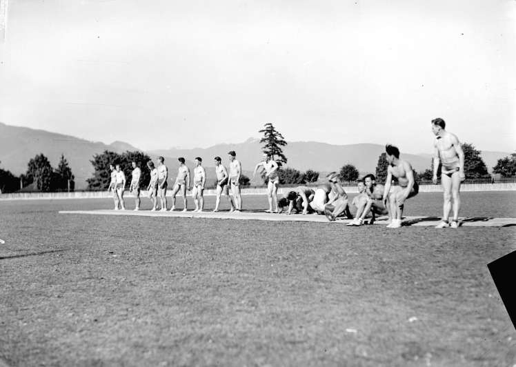 Men's Pro-Rec demonstration in Stanley Park, 1940. Photo: City of Vancouver Archives – CVA 586-228.