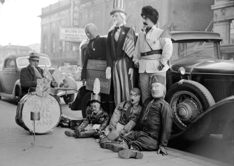 Alvin Lesk with his dummies of public figures on the north side of the 600 block West Georgia Street. Photo COV Archives, CVA 1184-60 - Jack Lindsay, Vancouver News-Herald