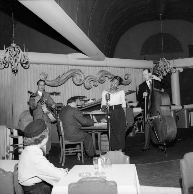 Eleanor singing in the 1940s. Photo: Jack Lindsay, COV Archives, CVA-1184-1220